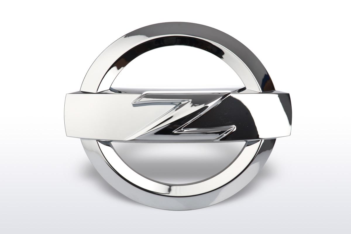nissan 370z emblem chrom ctd germany nissan. Black Bedroom Furniture Sets. Home Design Ideas